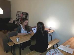 Chillruimte Studiecentrum, huiswerk doornemen